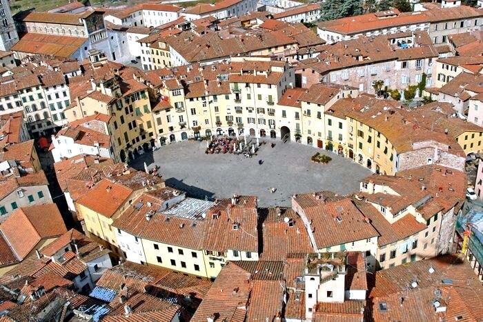 Lucca: het Romeins theater blijft herkenbaar