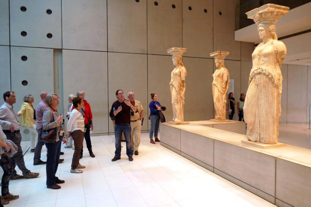 Athene, de originele kariatiden in het Nieuwe Akropolismuseum